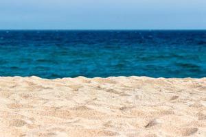 fundo idílico praia de areia. foto