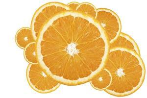 rodas de naranja aisladas sobre fundo branco foto