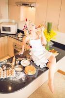 desfrutando de pedaço de bolo