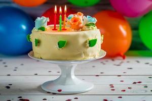 aproveite seu bolo de aniversário foto