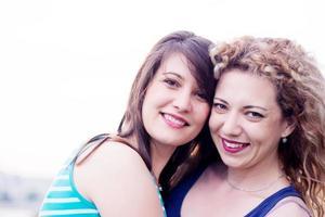 melhores amigas sorrindo foto