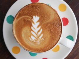 café com leite quente é bom para a sua manhã foto