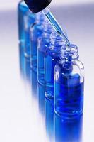 frascos de teste e queda de uma pipeta foto