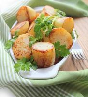 batatas frescas fritas foto