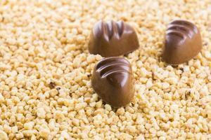 chocolates com crocante foto