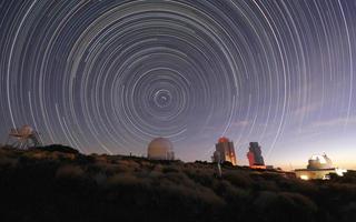 startrail over observatory foto