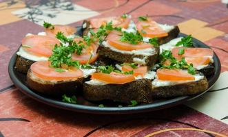 prato com sandwitches foto