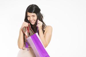 mulher sorridente feliz com sua compra foto