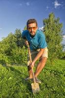 cavando uma horta