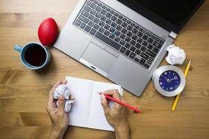 planejamento de negócios na mesa de madeira, conceito do negócio foto