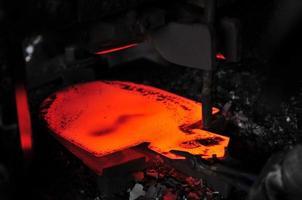 linha de produção de pá de aço, forjamento a alta temperatura foto