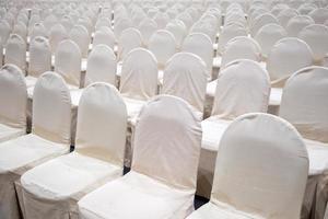 assentos na sala de conferências foto