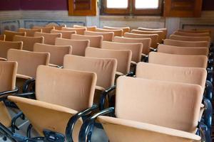 assentos no corredor foto