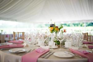 recepção de casamento elegante ao ar livre