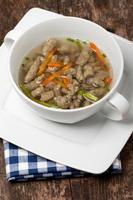 sopa de macarrão de fígado foto