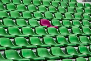 o assento vazio do estádio de futebol. foto