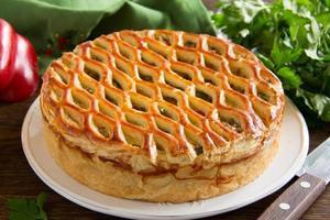 torta caseira com carne. foto