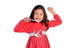 criança menina lavar os dentes feliz foto