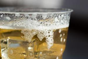 copo gelado de cerveja foto