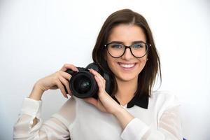 linda mulher segurando a câmera