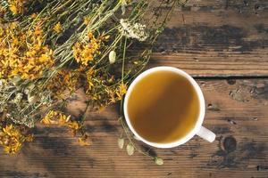 xícara de chá de ervas foto