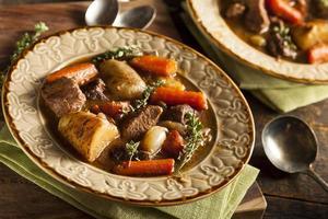 ensopado de carne irlandês caseiro