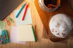 papel colante e lápis de cor foto