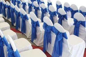 cadeiras decoradas foto