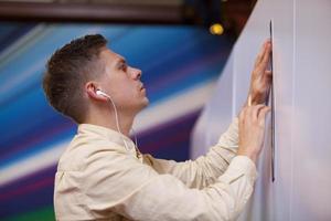 escriba em ação em evento corporativo foto