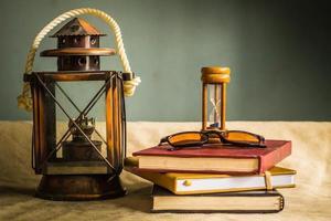 lâmpada e artigos de papelaria foto