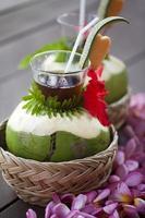 bebida de coco fresco