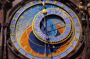 relógio astronômico na cidade velha de Praga foto