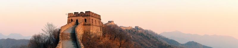 panorama do pôr do sol grande muralha foto