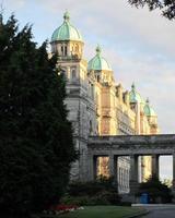 edifícios do parlamento da colúmbia britânica em victoria, colúmbia britânica, canadá foto