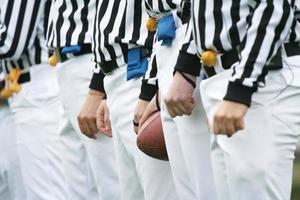 conceito de futebol americano - árbitros foto