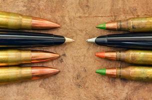canetas e balas