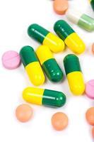 medicamento colorido isolado foto