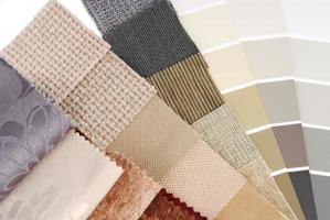 tapeçaria de estofados e seleção de cores de cortina para interior foto