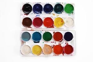 cores de água isoladas no fundo branco foto