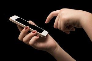 menina com smartphone foto