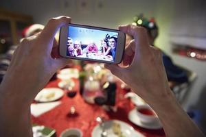 fotografia tirada durante a véspera de natal foto