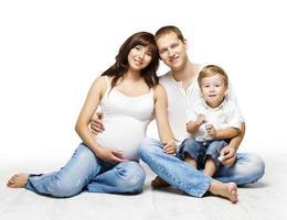 retrato de família, mãe grávida pai criança menino, pais e criança