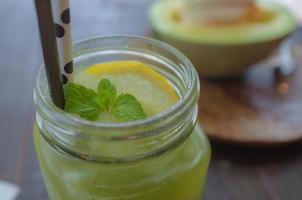 bebida gelada de limão foto