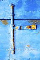 Marrocos na África a antiga fachada de madeira em casa e foto