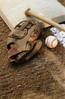 beisebol, luva com bastão e base foto