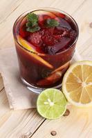 bebidas de ponche de frutas foto