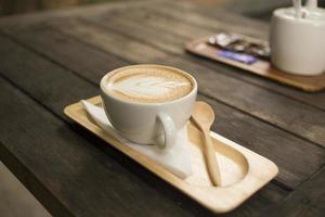 beber café com leite foto