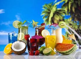bebida fresca com frutas foto