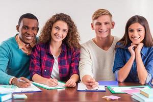 grupo de estudantes de pessoas foto