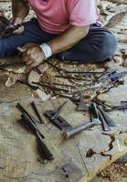 carpinteiro e esculpir o trabalho foto